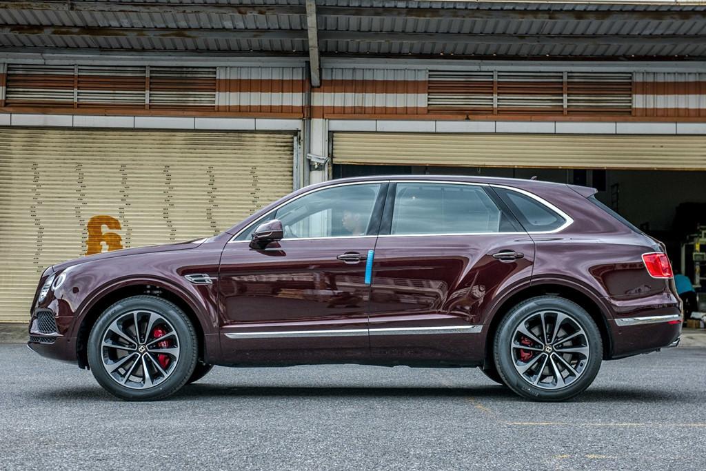 Bentley Bentayga V8 ban ky niem thu 2 ve VN, mau doc nhat the gioi hinh anh 2