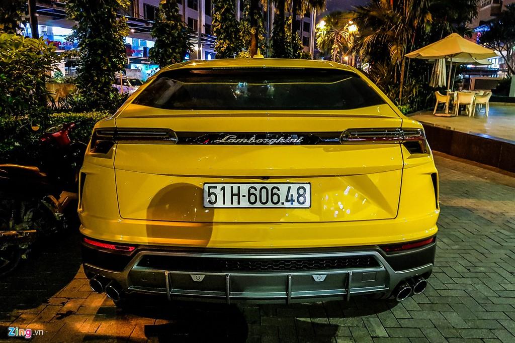 Lamborghini Urus mau vang dac trung xuat hien tren pho TP.HCM hinh anh 10