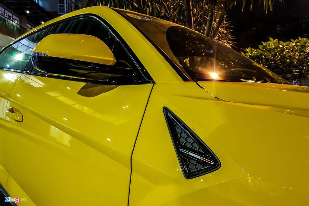 Lamborghini Urus mau vang dac trung xuat hien tren pho TP.HCM hinh anh 7