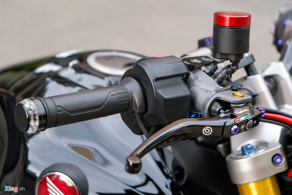 Honda CB1000R Plus voi goi do 200 trieu dong cua biker TP.HCM hinh anh 9 HondaCB1000_zing_28.jpg
