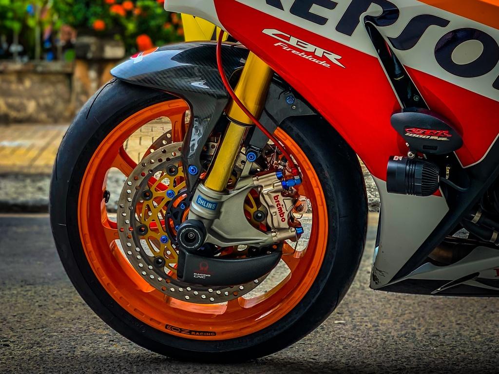 Honda CBR1000RR lot xac voi trang bi thua tu xe dua MotoGP hinh anh 8 CBR_10.jpeg