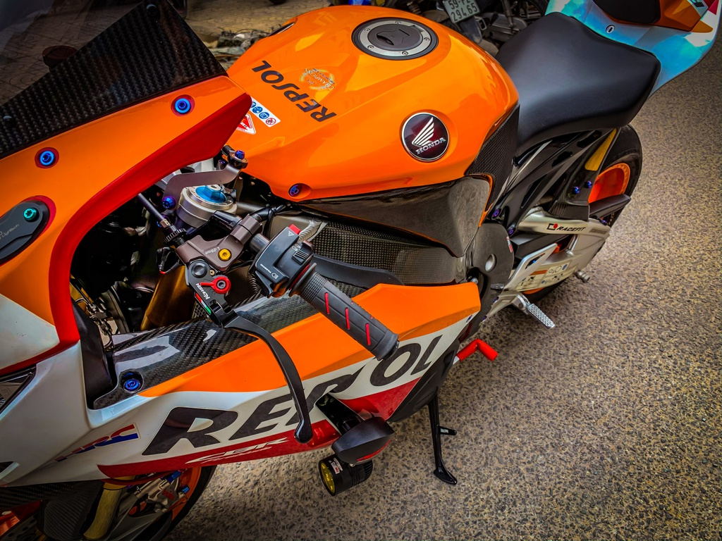Honda CBR1000RR lot xac voi trang bi thua tu xe dua MotoGP hinh anh 4 CBR_12.jpeg