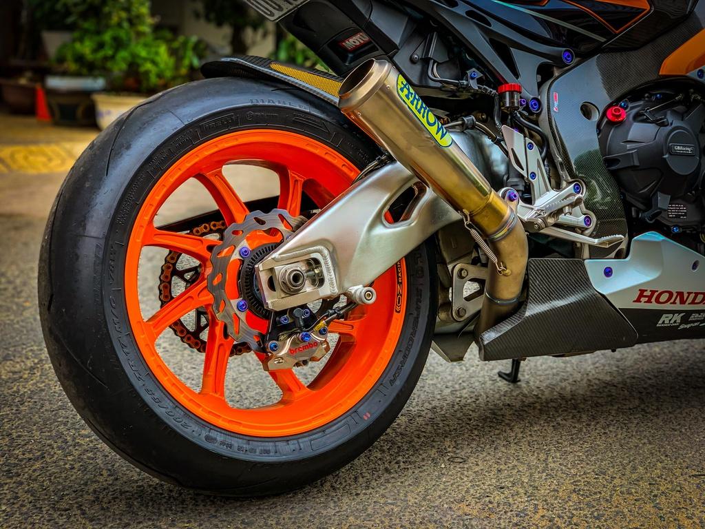 Honda CBR1000RR lot xac voi trang bi thua tu xe dua MotoGP hinh anh 11 CBR_14.jpeg