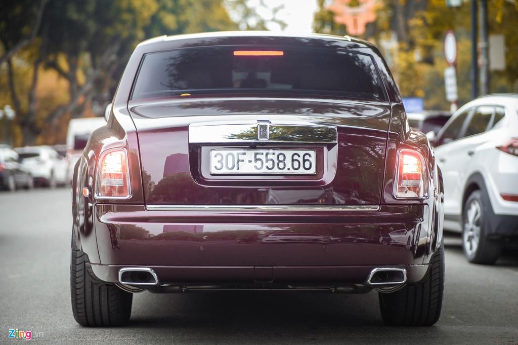 Chiec Rolls-Royce Phantom doc nhat gan bien so HN xuat hien tren pho hinh anh 3 PT_zing_10.jpg