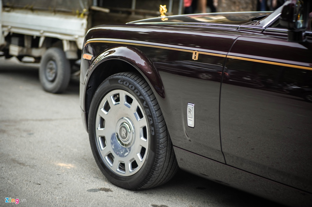 Chiec Rolls-Royce Phantom doc nhat gan bien so HN xuat hien tren pho hinh anh 5 PT_zing_11.jpg