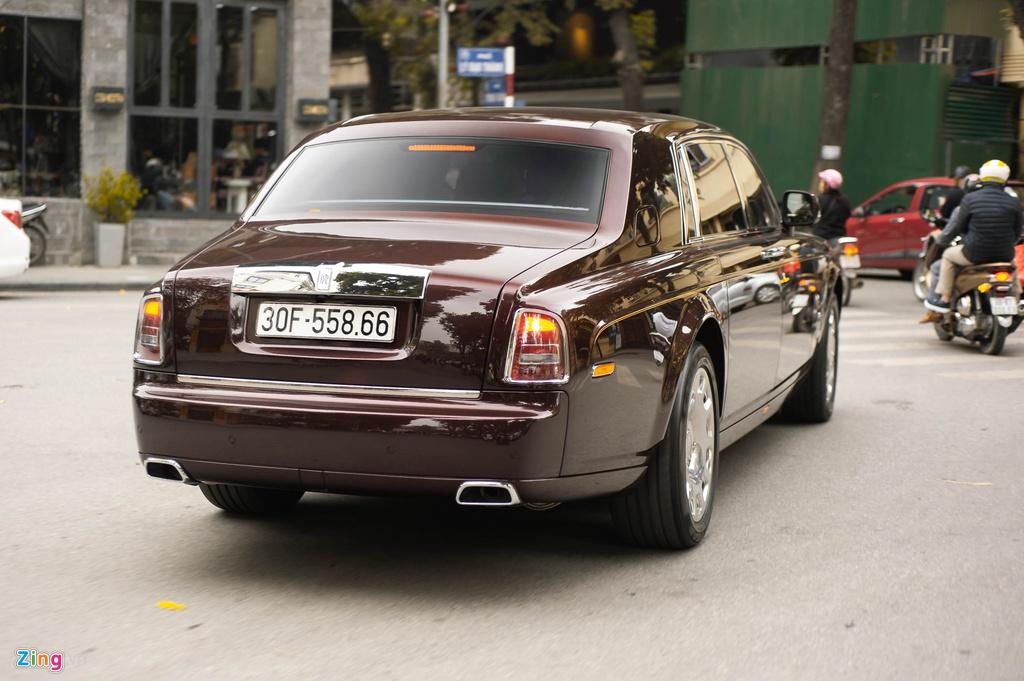 Chiec Rolls-Royce Phantom doc nhat gan bien so HN xuat hien tren pho hinh anh 2 PT_zing_15.jpg