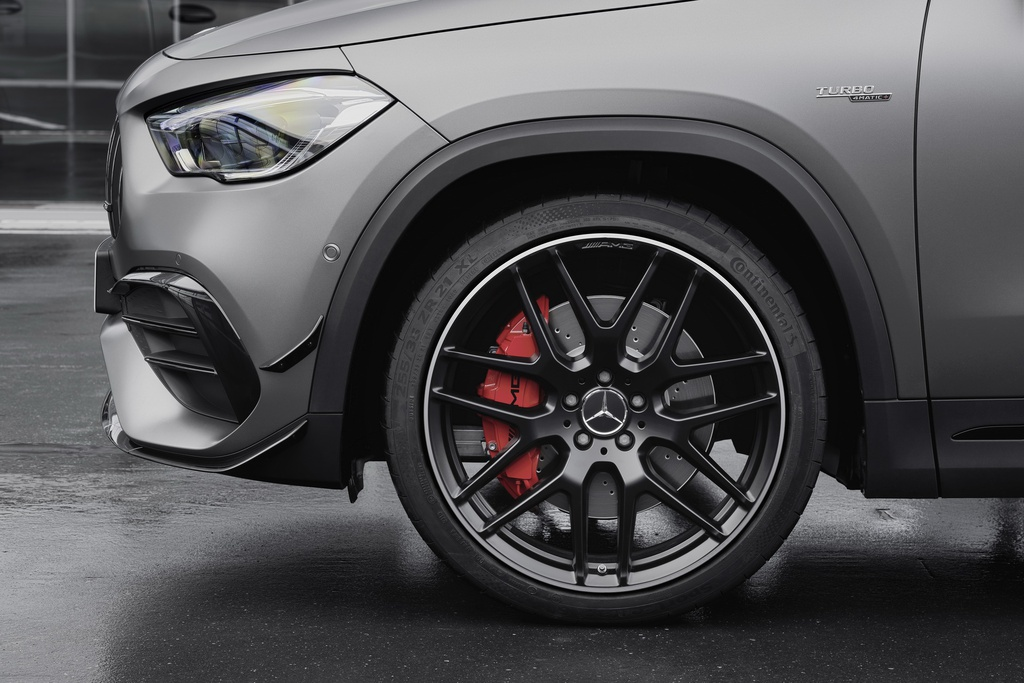 Mercedes-AMG GLA 45 ra mat, quai thu trong than hinh nho be hinh anh 12 2021_mercedes_amg_gla_45_17.jpg