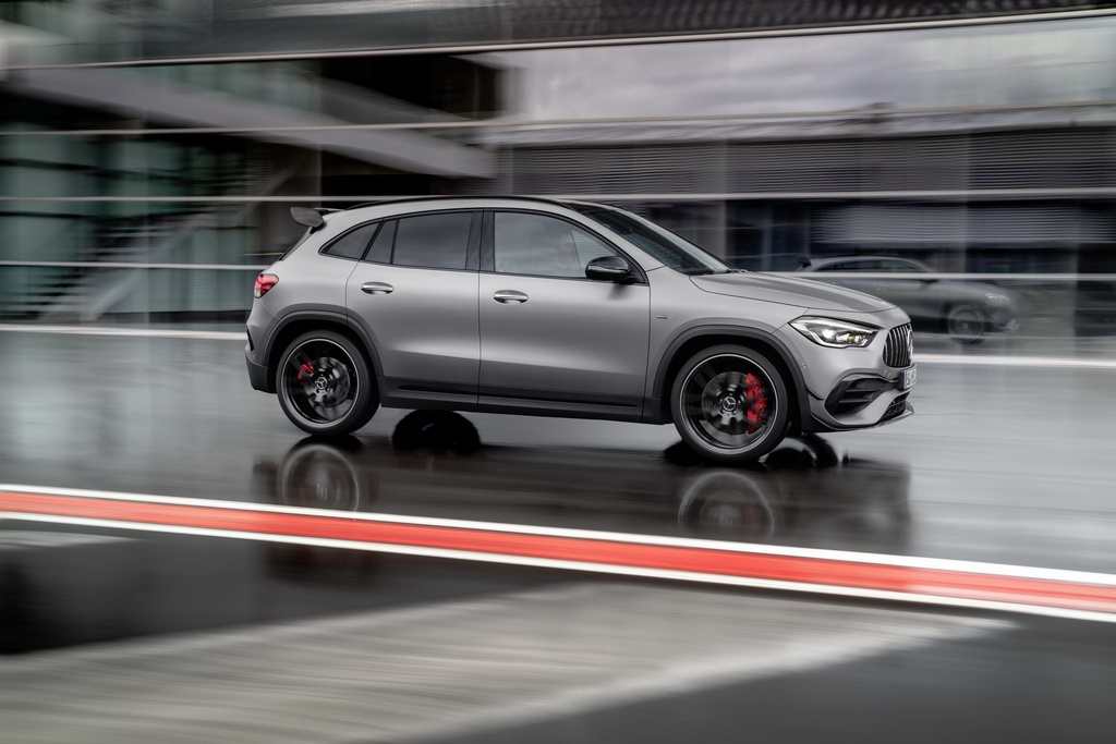 Mercedes-AMG GLA 45 ra mat, quai thu trong than hinh nho be hinh anh 10 2021_mercedes_amg_gla_45_2.jpg