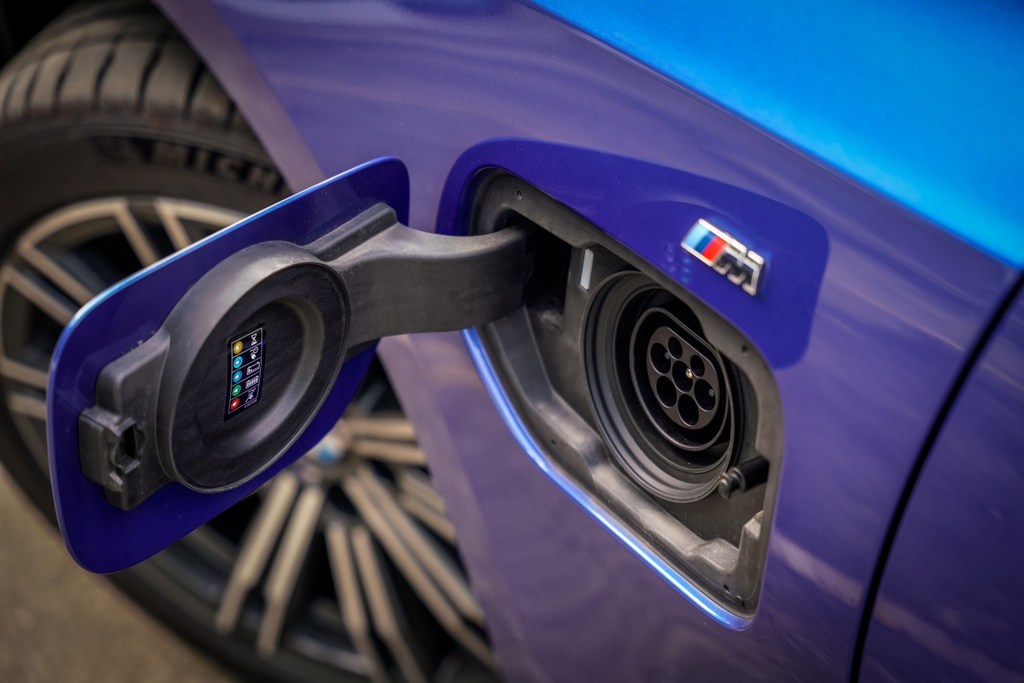 BMW 330e M Sport ra mat Malaysia anh 5