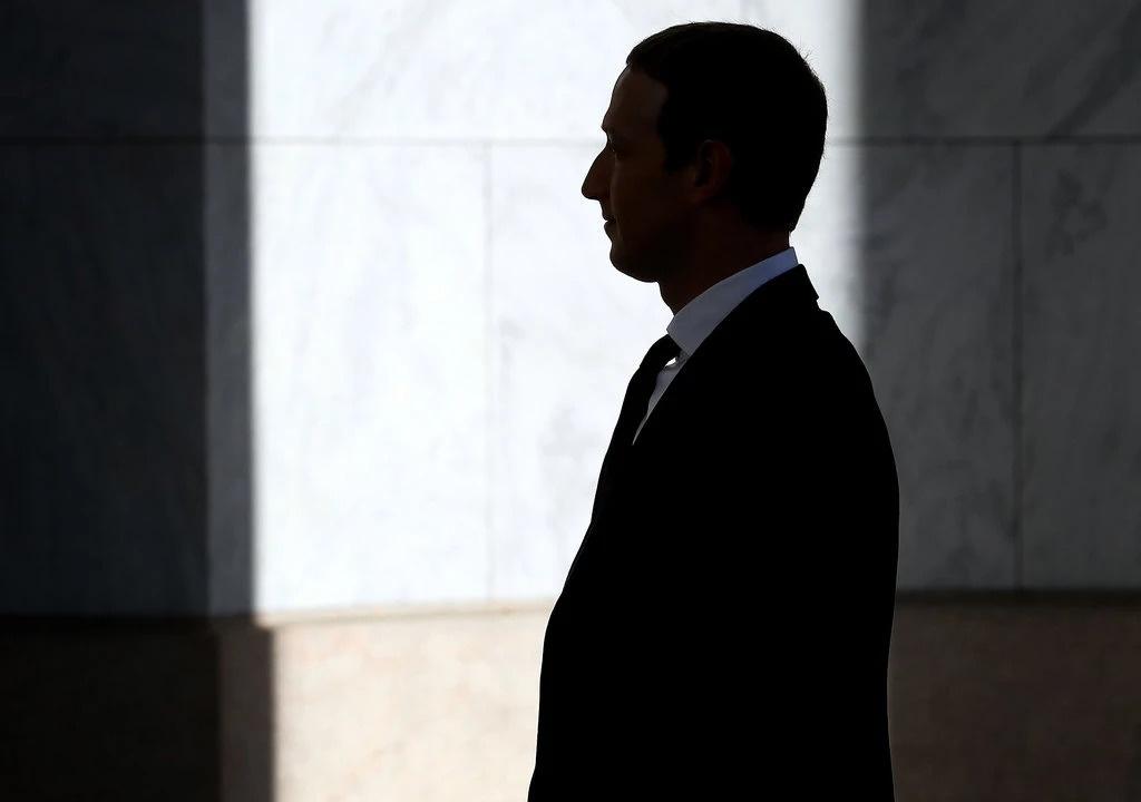 Mark Zuckerberg bi phan doi anh 2