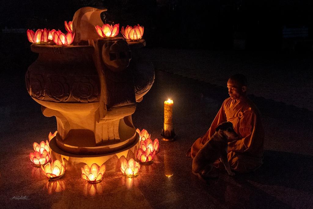 Dao buoc Varanasi, thanh pho ky bi ben song Hang hinh anh 14 HKE9523.jpg