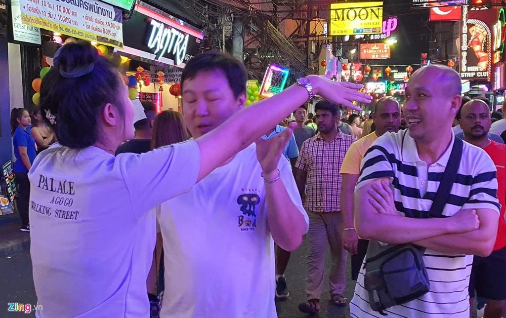 Tu diem an choi bac nhat Pattaya luc 0h hinh anh 14 sexshow_zing_13_.jpg