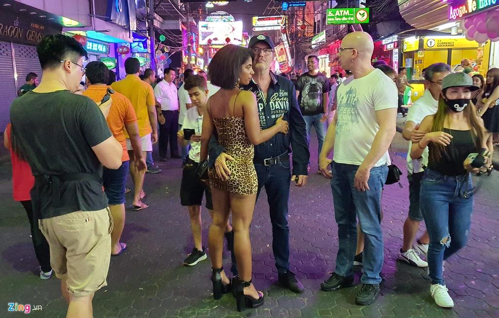 Tu diem an choi bac nhat Pattaya luc 0h hinh anh 15 sexshow_zing_14_.jpg