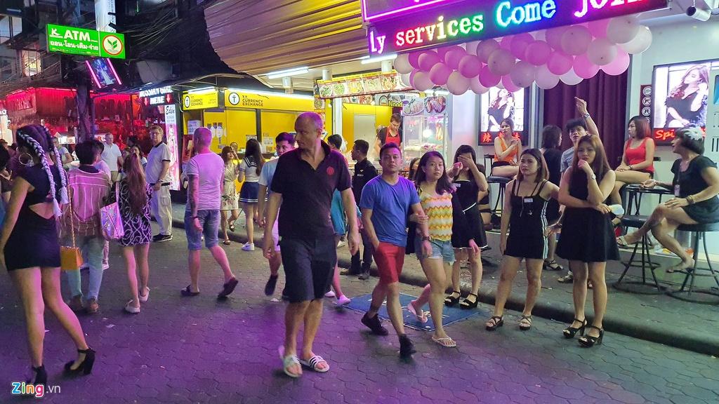 Tu diem an choi bac nhat Pattaya luc 0h hinh anh 5 sexshow_zing_8_.jpg