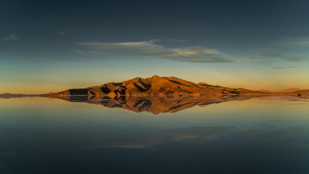 Cảnh siêu thực quanh cánh đồng muối lớn nhất thế giới Zing_a4