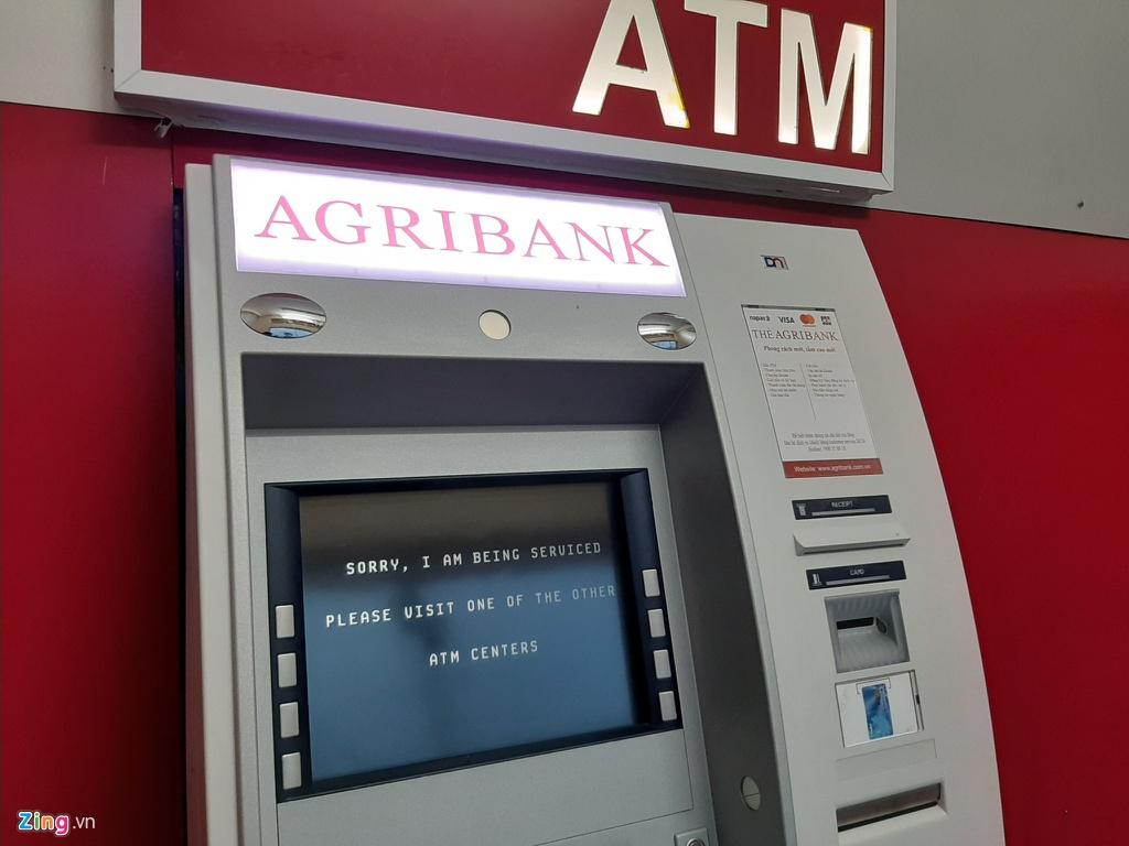Xep hang tu to mo sang rut tien ATM ve que an Tet hinh anh 5 5_Rut_tien_giap_tet_zing1.jpg
