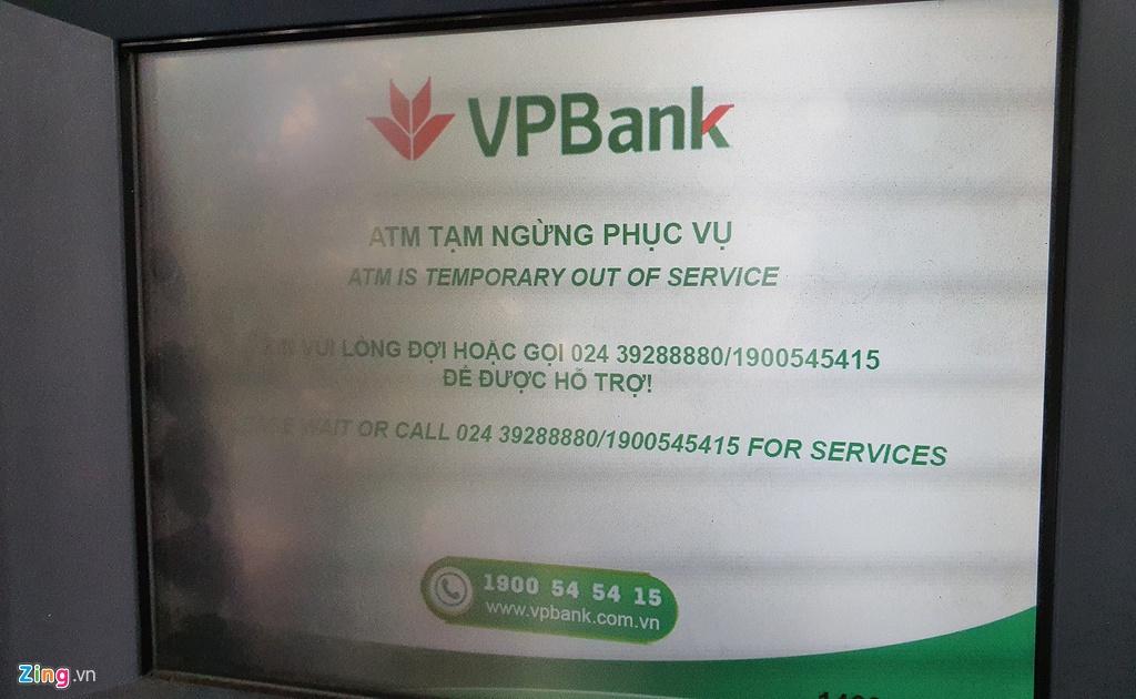 Xep hang tu to mo sang rut tien ATM ve que an Tet hinh anh 11 rut_tien_zing_4_.jpg