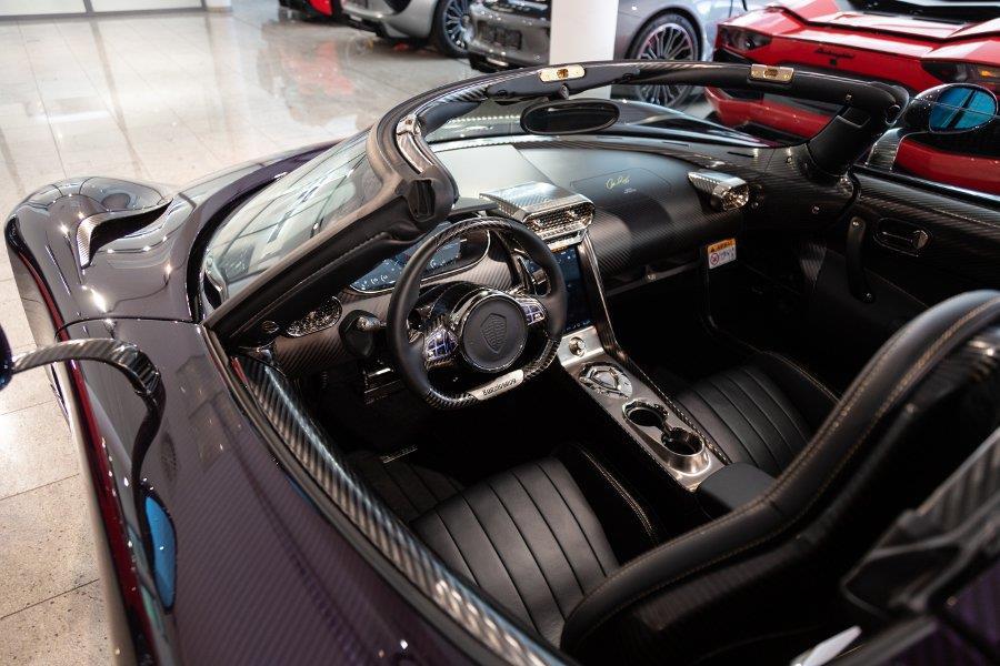 Koenigsegg Regera phu carbon tim 'chay luot' gia hon 3 trieu USD hinh anh 5