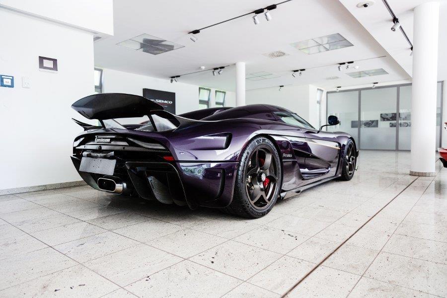 Koenigsegg Regera phu carbon tim 'chay luot' gia hon 3 trieu USD hinh anh 2