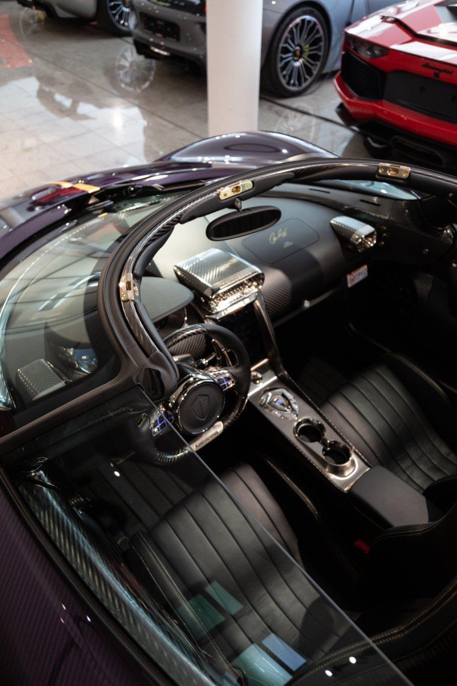 Koenigsegg Regera phu carbon tim 'chay luot' gia hon 3 trieu USD hinh anh 7