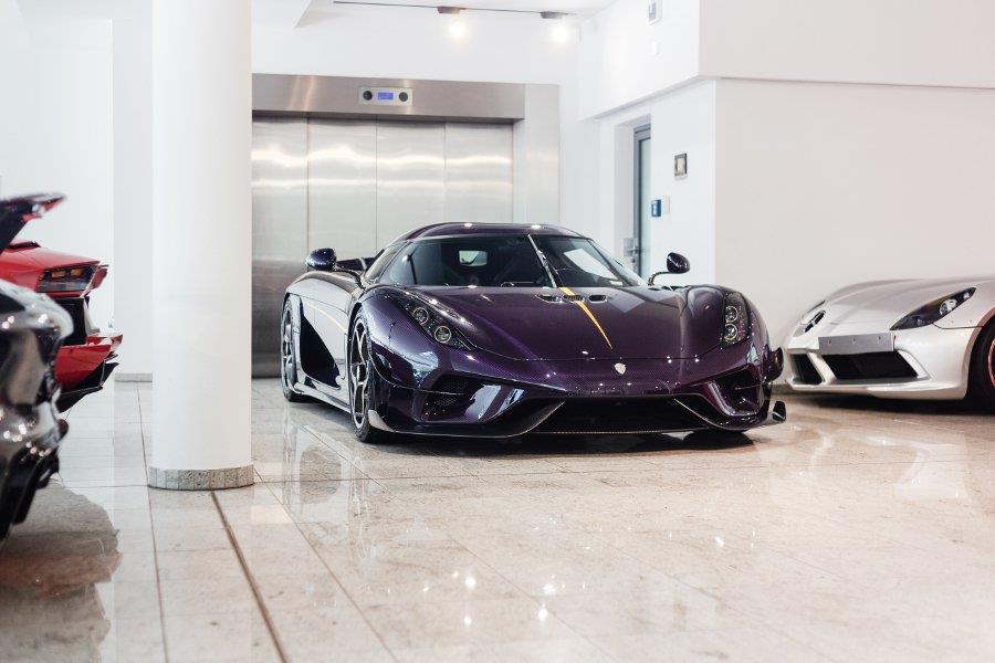 Koenigsegg Regera phu carbon tim 'chay luot' gia hon 3 trieu USD hinh anh 4