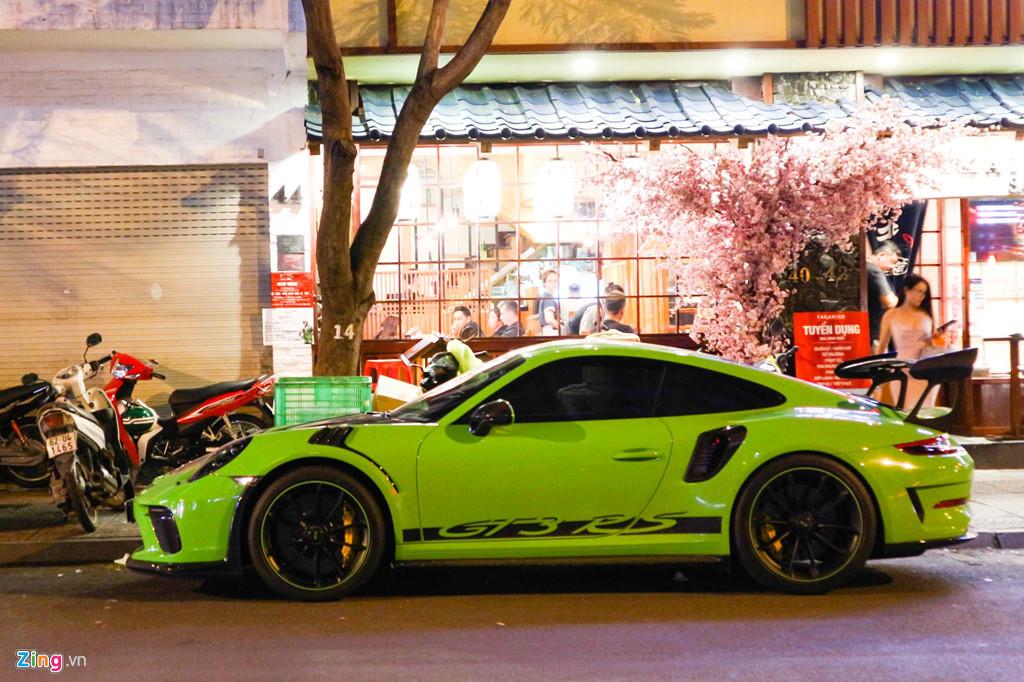 Sieu xe Porsche 911 GT3 RS mau xanh la doc nhat xuong pho Sai Gon hinh anh 2