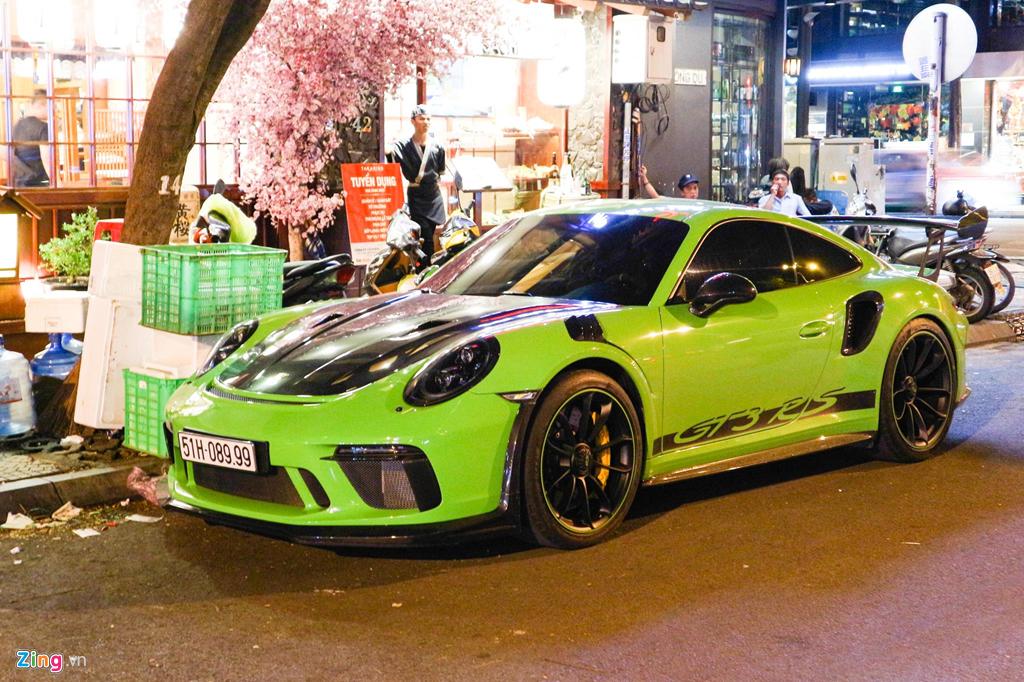 Sieu xe Porsche 911 GT3 RS mau xanh la doc nhat xuong pho Sai Gon hinh anh 1
