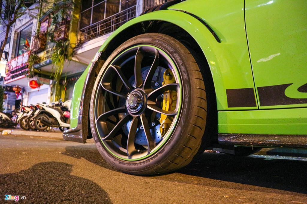 Sieu xe Porsche 911 GT3 RS mau xanh la doc nhat xuong pho Sai Gon hinh anh 5