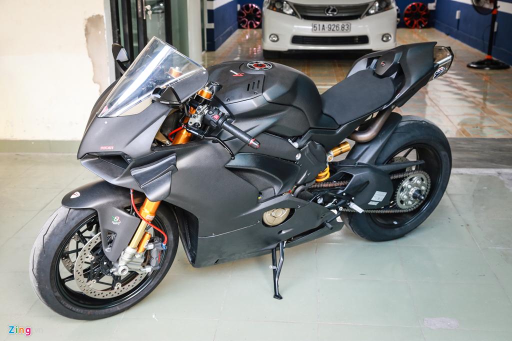 Dan choi Sai Gon bo 800 trieu do Ducati V4 S thanh V4 R full-carbon hinh anh 12