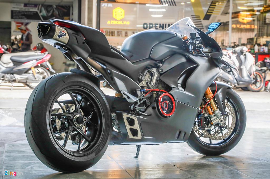 Dan choi Sai Gon bo 800 trieu do Ducati V4 S thanh V4 R full-carbon hinh anh 11