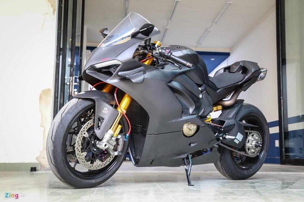 Dan choi Sai Gon bo 800 trieu do Ducati V4 S thanh V4 R full-carbon hinh anh 10