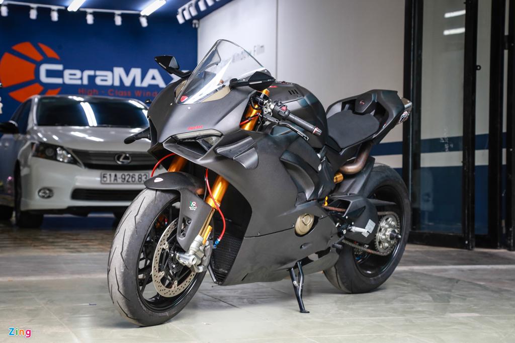 Dan choi Sai Gon bo 800 trieu do Ducati V4 S thanh V4 R full-carbon hinh anh 1