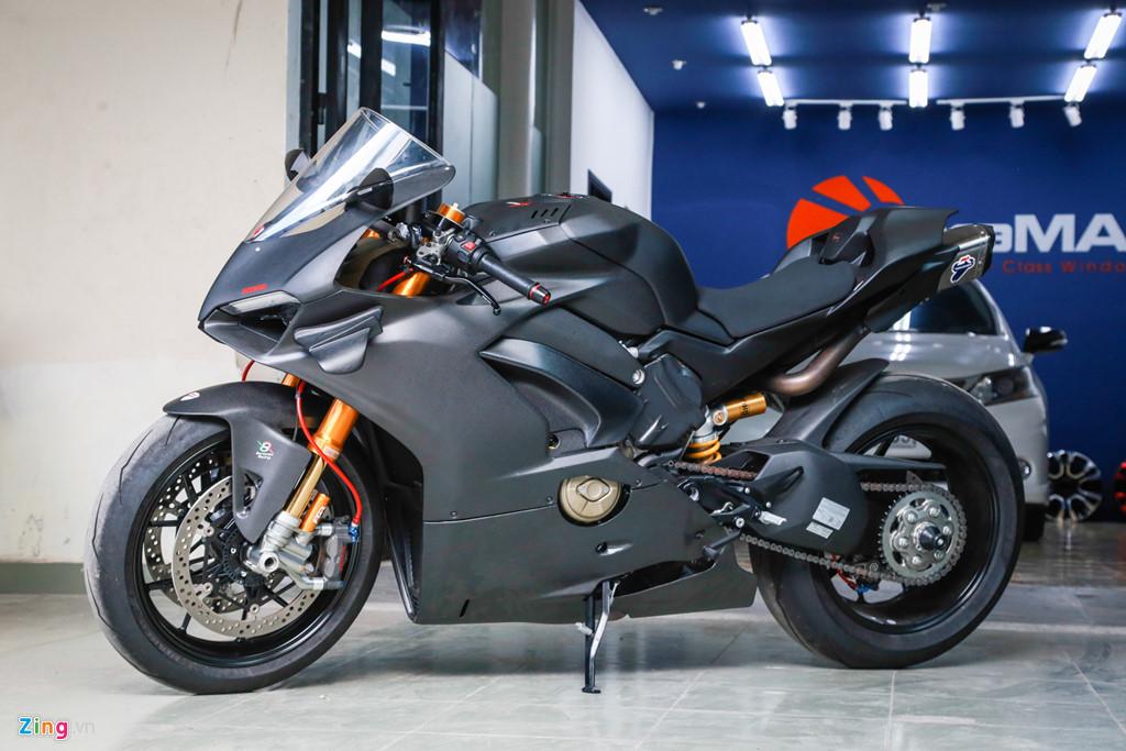 Dan choi Sai Gon bo 800 trieu do Ducati V4 S thanh V4 R full-carbon hinh anh 13