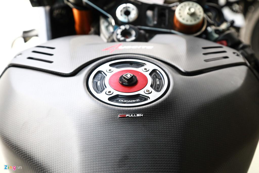 Dan choi Sai Gon bo 800 trieu do Ducati V4 S thanh V4 R full-carbon hinh anh 6