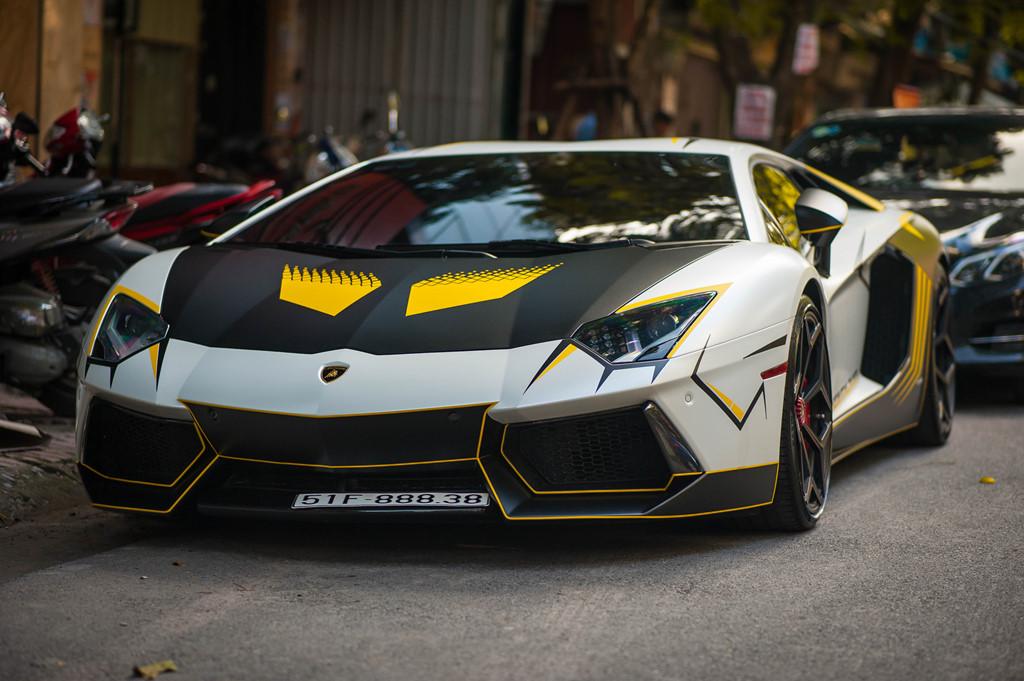 Lamborghini Aventador do ong xa khung, lot xac voi decal moi hinh anh 1