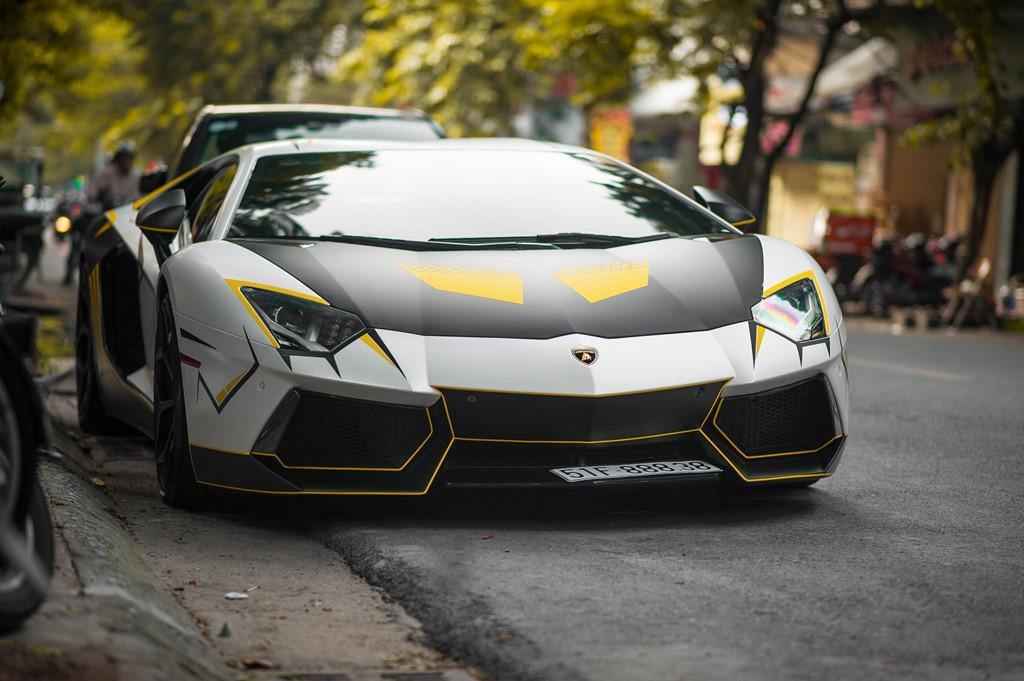 Lamborghini Aventador do ong xa khung, lot xac voi decal moi hinh anh 2
