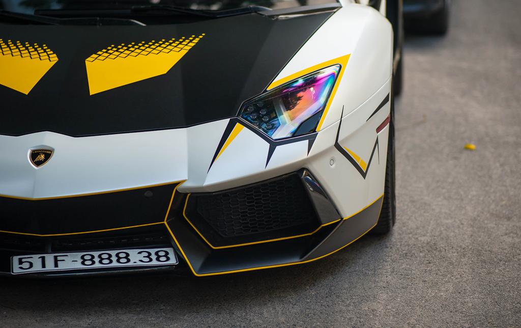 Lamborghini Aventador do ong xa khung, lot xac voi decal moi hinh anh 5