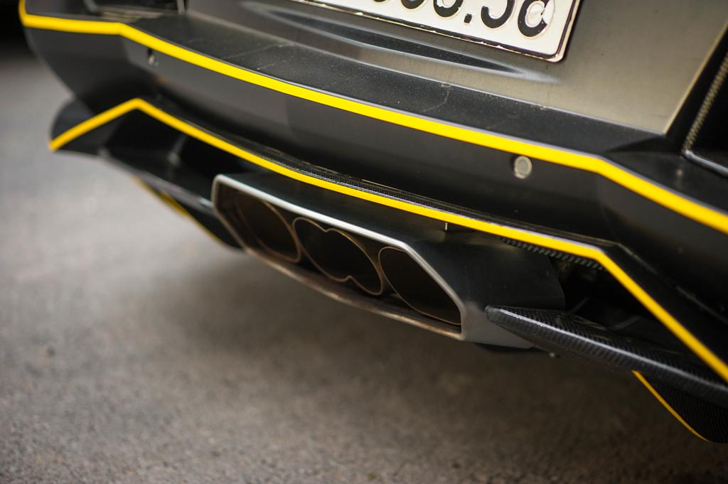 Lamborghini Aventador do ong xa khung, lot xac voi decal moi hinh anh 7