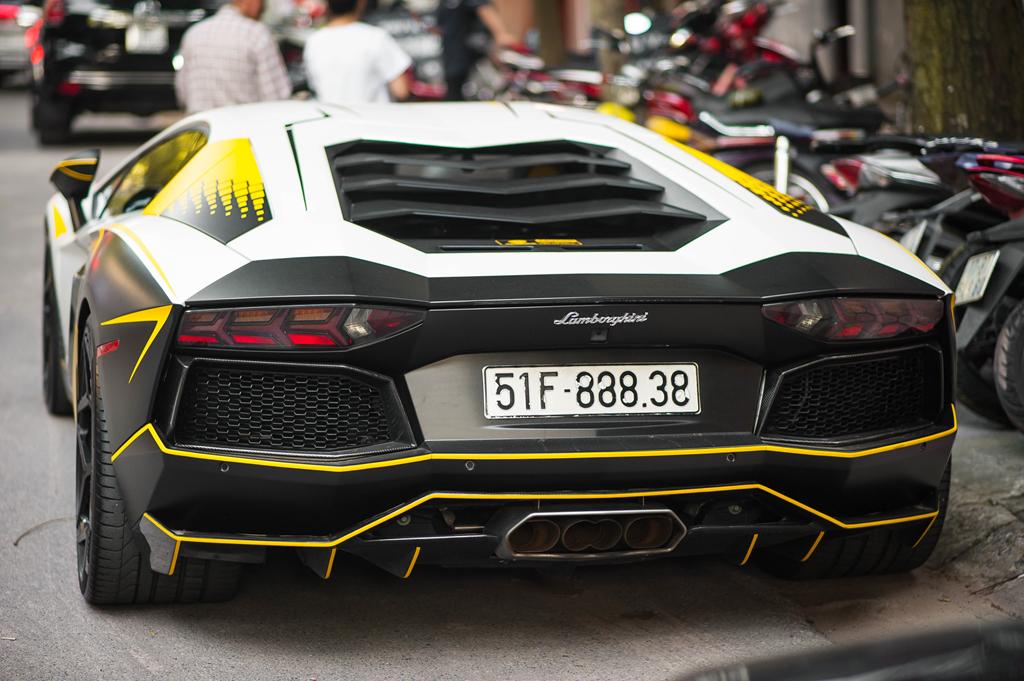 Lamborghini Aventador do ong xa khung, lot xac voi decal moi hinh anh 11