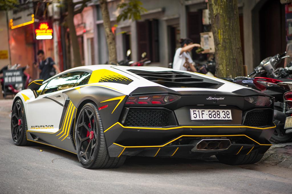 Lamborghini Aventador do ong xa khung, lot xac voi decal moi hinh anh 4