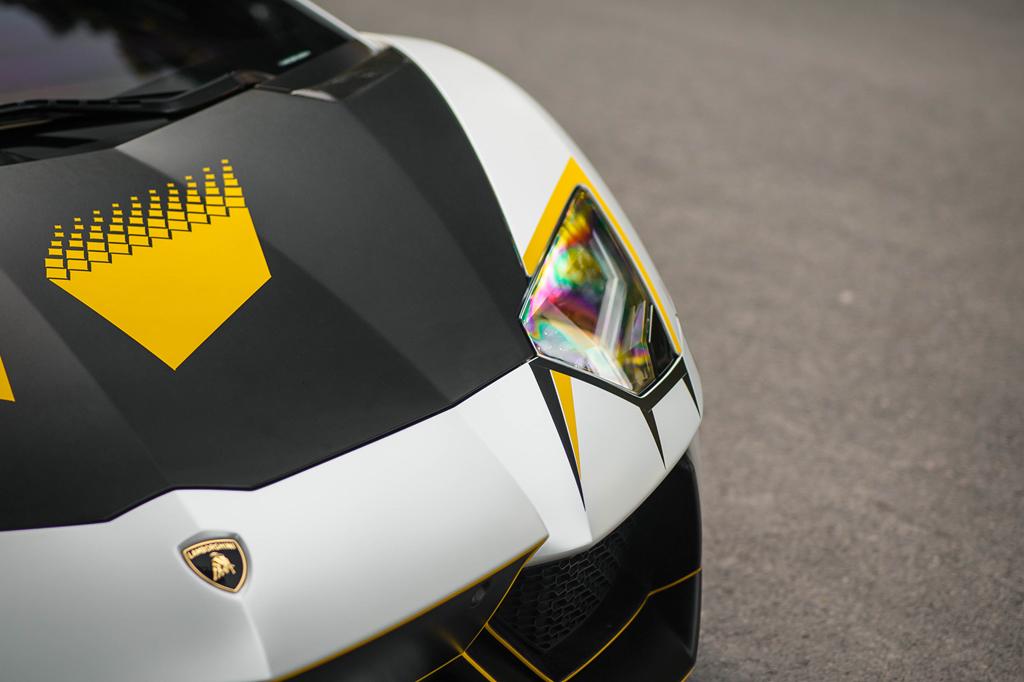Lamborghini Aventador do ong xa khung, lot xac voi decal moi hinh anh 8