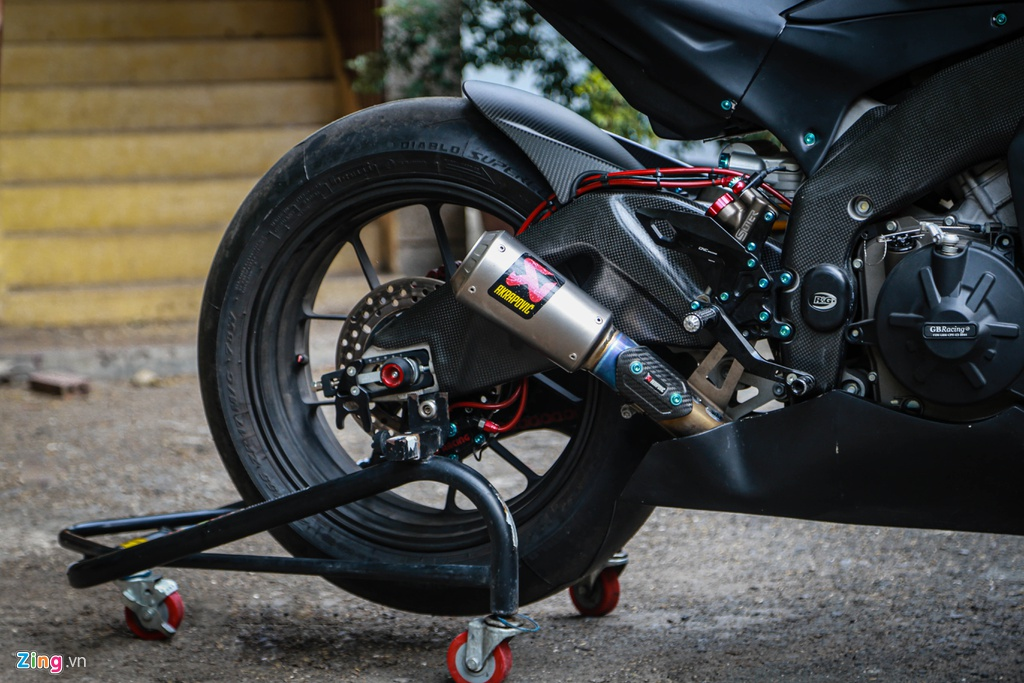 Aprilia RSV4 do theo phong cach MotoGP ton 400 trieu hinh anh 10 RSV4_GP_zing_(6).jpg