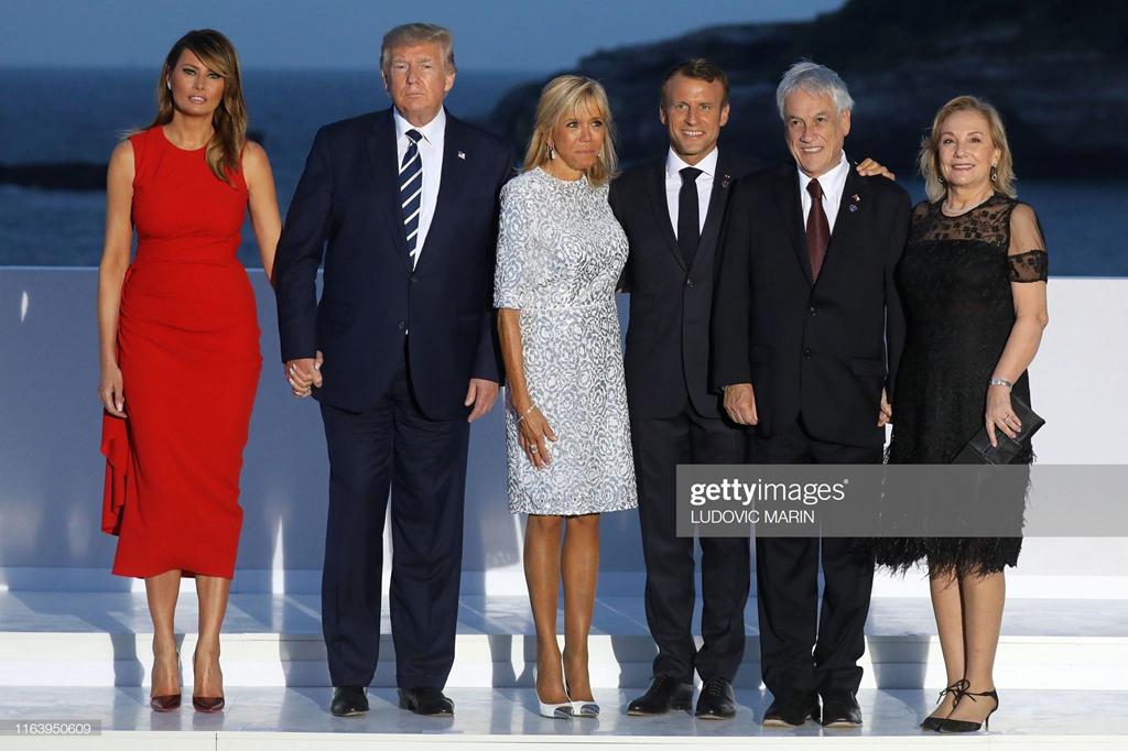 Loat vay ao hang hieu cua de nhat phu nhan My Melania Trump tai G7 hinh anh 7