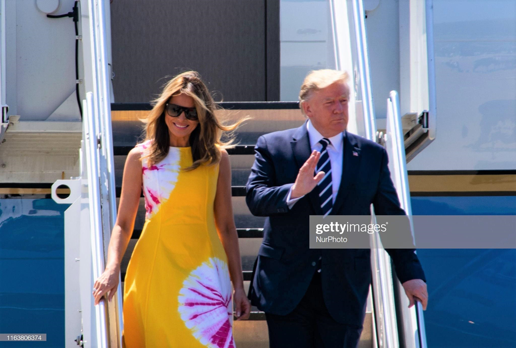 Loat vay ao hang hieu cua de nhat phu nhan My Melania Trump tai G7 hinh anh 1