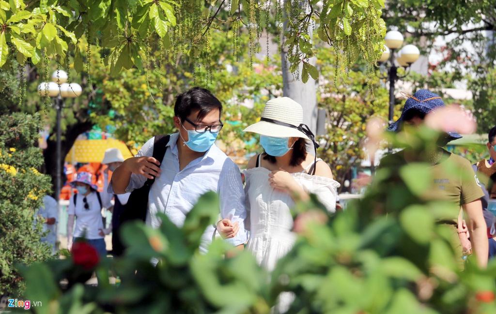 So virus corona, khach Trung Quoc bit khau trang kin mit o Nha Trang hinh anh 2 2_zing.jpg