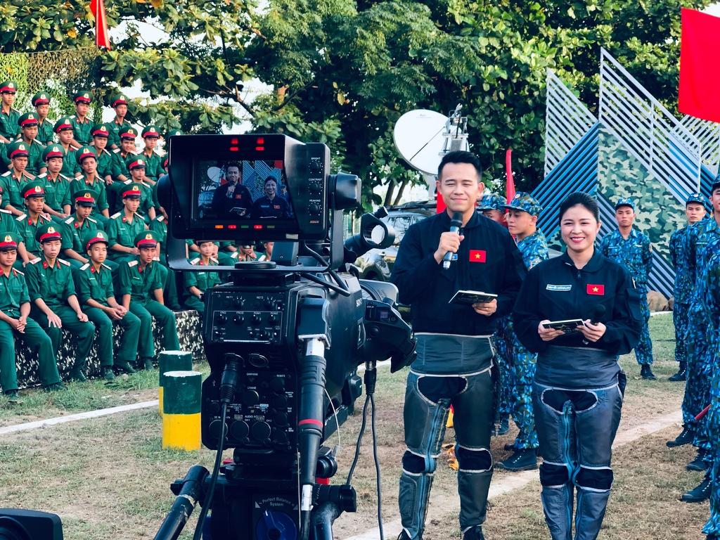 MC Hoang Linh Chung toi la chien si anh 6