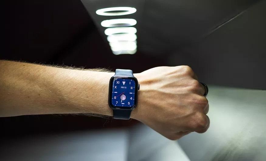 su kien Apple Time Flies anh 1