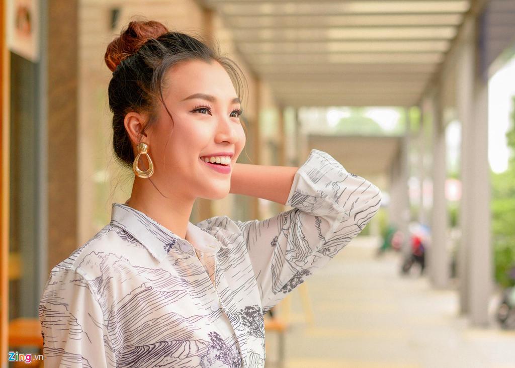 Hoang Oanh: 'Ban trai theo duoi mot nam ruoi toi moi nhan loi yeu' hinh anh 4