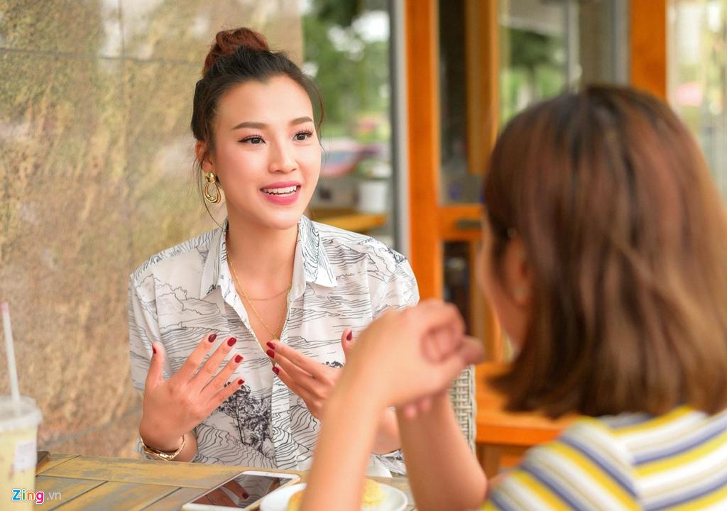 Hoang Oanh: 'Ban trai theo duoi mot nam ruoi toi moi nhan loi yeu' hinh anh 5