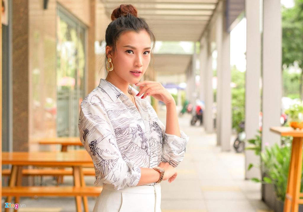 Hoang Oanh: 'Ban trai theo duoi mot nam ruoi toi moi nhan loi yeu' hinh anh 3